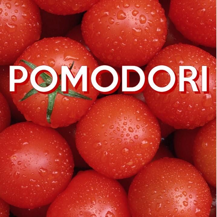 Costituito principalmente da acqua, è ricco di carotenoidi e vitamine A e C: il pomodoro rappresenta la seconda fonte di Vitamina C, dopo l'arancia, nell'alimentazione mediterranea.